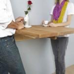 stol-przymocowany-do-sciany