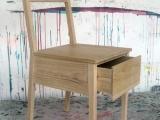 Krzesło z małym schowkiem