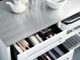 Minimalistyczna kuchnia ze stali
